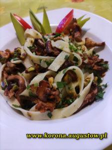 Makaron Tagliatelle z pistacjami i kurkami Restauracja Korona Augustów